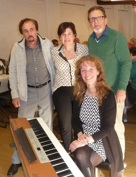 v.l. Gerd Faßbender (Chorleiter), Karin Heinze (SMB), Wilfried Rötzel (SMB), Alexandra Hillebrands (Chorleiterin)