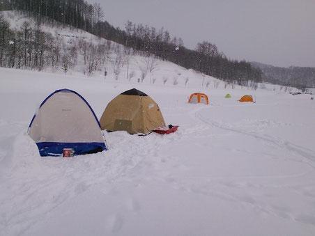 左から二番目が私のテント