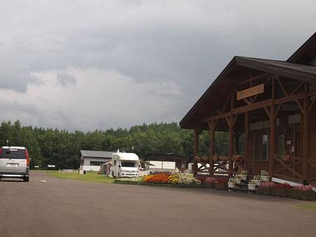 管理棟 2011年8月