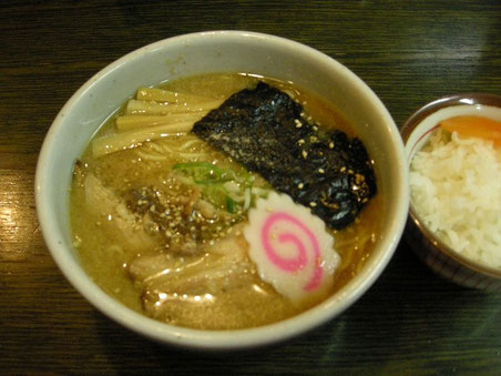 17:12 醤油ラーメン(790円)と小ライス(100円)