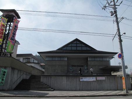 13:34 道の駅「横綱の里ふくしま」の隣の横綱記念館 千代の富士の故郷でもあります