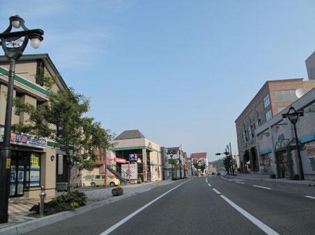 6:15 浦川を通過。整備された綺麗な街並