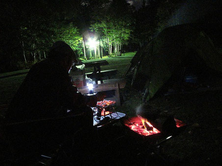 19:14 寒空の下、虫は全くおらずとても楽しい食事です。