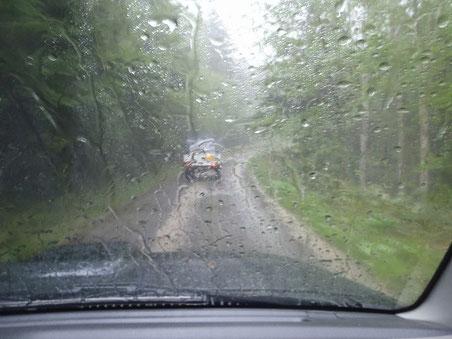 途中同じ目的のジムニー(知らない人)と合流。豪雨と雷が恐ろしかった。