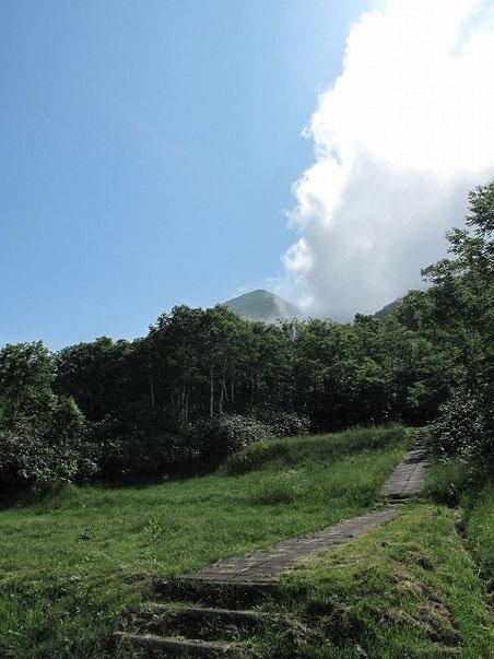 ニセコアンヌプリも僅かな時間見えた! あれが昨日登った山だ。
