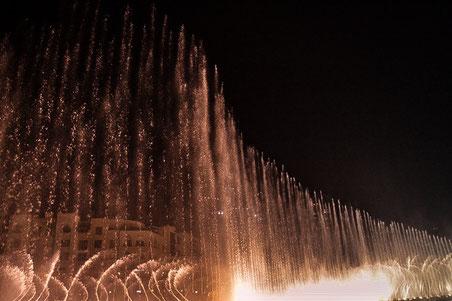 Dubai: Fontainenspektakel am Fuß des Burj Khalifa in Dubai (Foto: Daniel Schlenk)