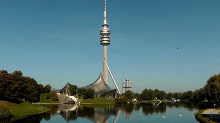 Olympiapark Olympiaturm Olympiasee in München © Copyright by Olaf Timm