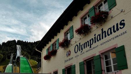 Garmisch-Partenkirchen liegt am Fuße der Zugspitze © Copyright by Olaf Timm