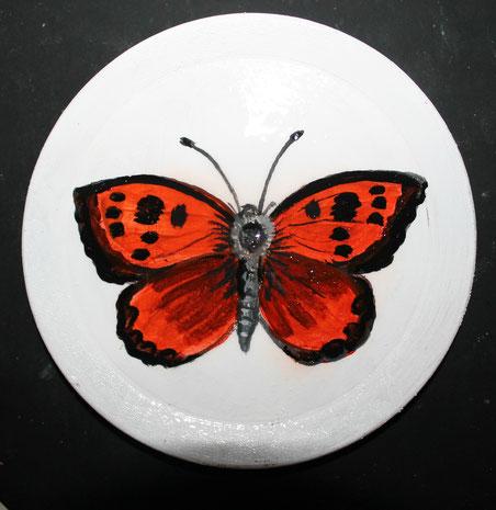 Decorazione con acrilici su piattino in legno.