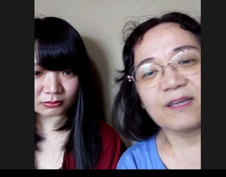 町塚さん(左)と母