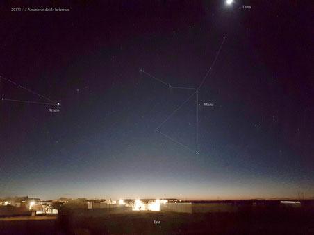 Vistas del este poco antes de la aparición de Venus y Júpiter, Marte destacaba en lo alto, en el corazón de Virgo.