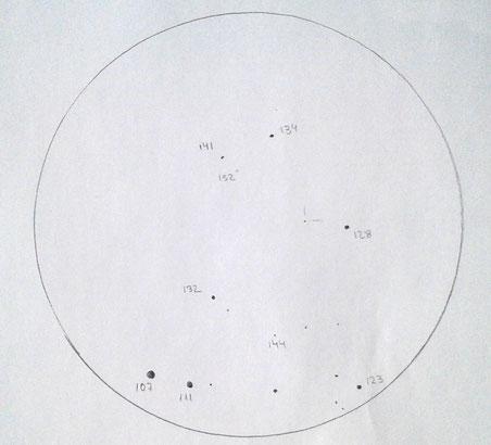Dibujo a grafito del campo de V404Cyg y su posición observada la noche del 27 de junio 2015 desde el Complejo Astronómico de la Hita. Telescopio TEDI de 77cm y ocular de 9mm (273X)