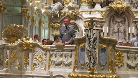 Oberst Michael Knop mit Gruß Dank und Kollektenansage