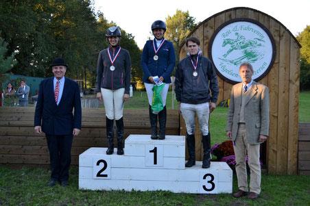 Vom 1. Vorsitzenden des BPSV Lg H,  Horst-Axel Ahrens wurde Christin Tidow (PZRV Luhmühlen) mit der Goldmedaille geehrt, Silber ging an Annekatrin Franzky (PZRV Luhmühlen) und Bronze an Dr. Moritz Sponagel (RFV Auetal).