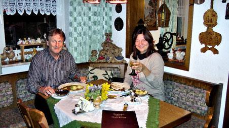 Karen und Herbert zum Abendessen im Gasthof Entenmühle