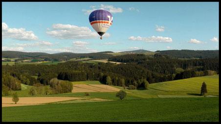 Sehr beliebt bei uns eine Heißluftballonfahrt über Oberfranken pro Pers. ab 180,- €