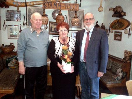 Stammgäste Ehrung: Glückwünsche vom Bürgermeister der Stadt Gefrees zum 20 jährigen Urlaubsjubiläum in der Entenmühle