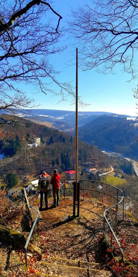 Blick vom Rotherfelsen ins Maintal die Bernecker Felshänge im Fichtelgebirge