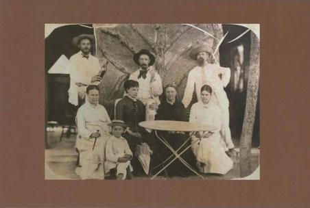 En quatrième de couverture : Artus Claude Loddé et sa famille vers 1880. (Coll. Voltz)