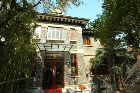 漢院校舎は90年歴史のオールド上海風の建物