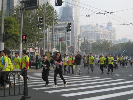 漢院スタッフは全員上海マラソンに参加しました