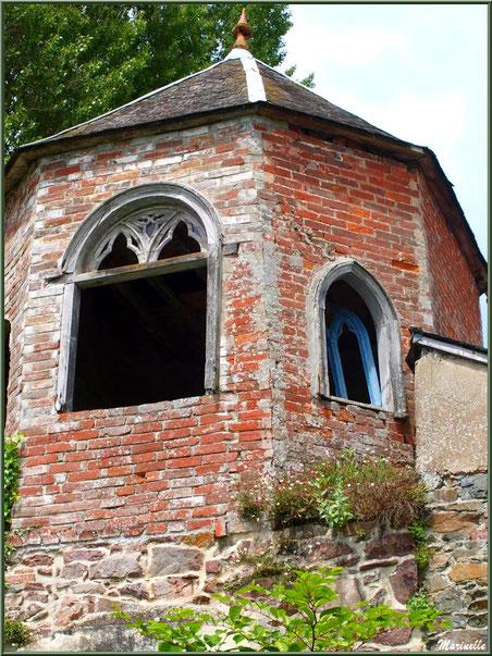 Tourelle au-dessus du lavoir d'une belle maison bourgeoise en bordure du Trieux, Pontrieux, Côte d'Armor (22)