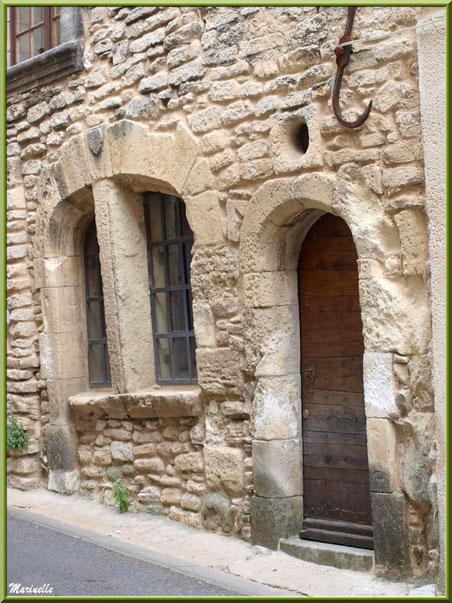 Façade ancienne au gré d'une ruelle - Goult, Lubéron - Vaucluse (84)