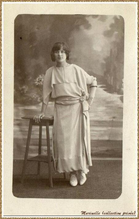 """Gujan-Mestras autrefois : Lucienne Castex qui deviendra Mme Denjean, femme de l'instituteur qui créa """"La Chanson du Bassin"""", Bassin d'Arcachon (photo, collection privée)"""