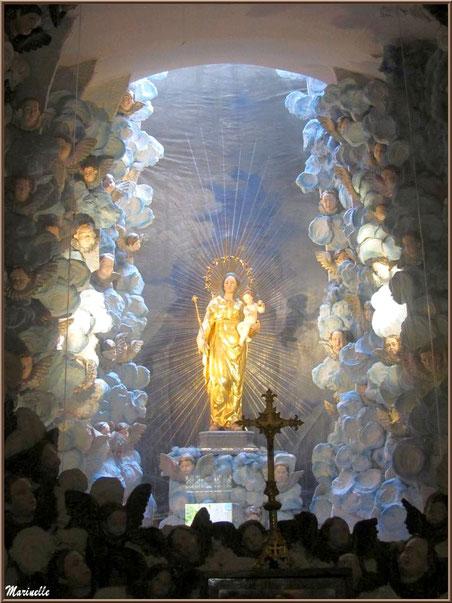 Sanctuaire Notre Dame de Lumière, statue dorée de la Reine du Ciel dans la crypte - Goult, Lubéron - Vaucluse (84)