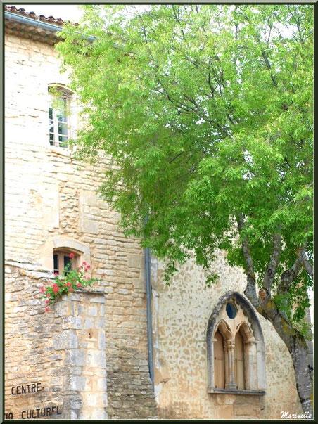 Centre Socio Culturel jouxant l'église Saint Sébastien à  Goult, Lubéron - Vaucluse (84)