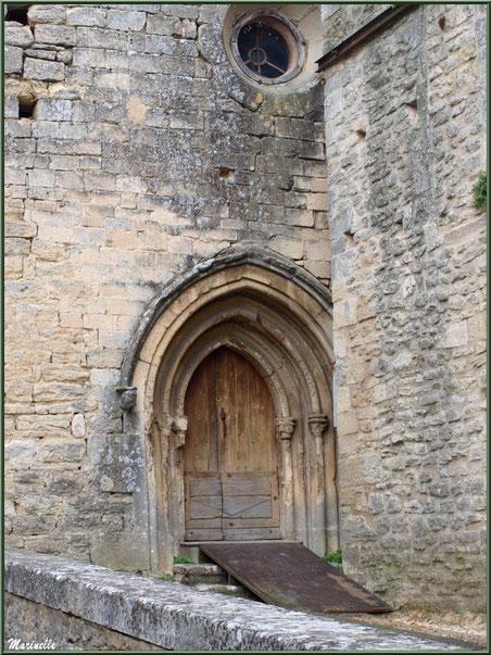 Porte d'entrée de la Chapelle des Hommes à Goult, Lubéron - Vaucluse (84)