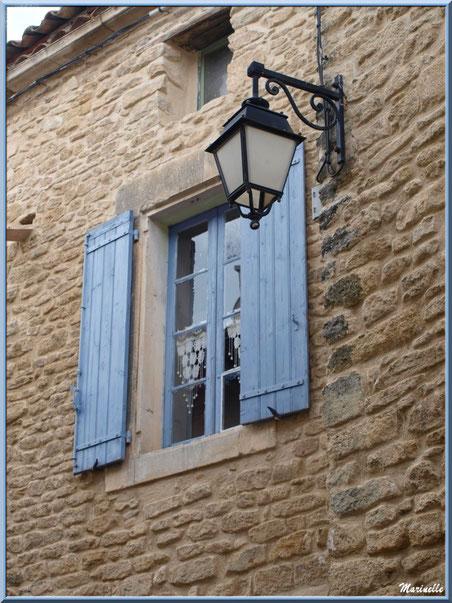 Fenêtre aux volets bleus - Goult, Lubéron - Vaucluse (84)