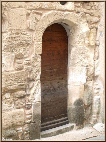 Porte ancienne au gré d'une ruelle - Goult, Lubéron - Vaucluse (84)