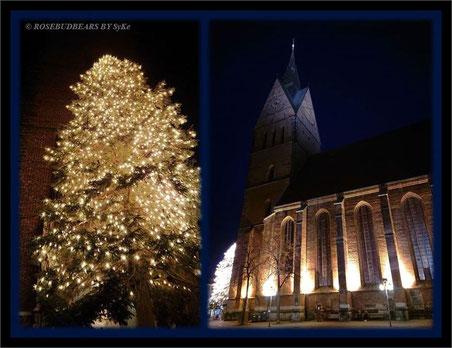 die Marktkirche in Hannovers Altstadt MIT Weihnachtstanne