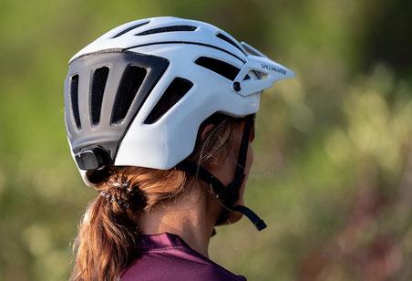 ANGi Crash Sensor mit den meisten gängigen Fahrradhelmen nutzen
