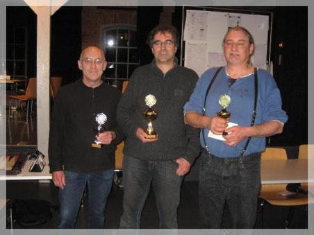 Claus Weissbarth (Turniersieger), Michael Schoppmeyer (Südbadischer Backgammon- Meister) und Michael Kartmann (Vizemeister) bei der Siegerehrung
