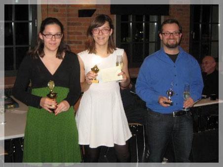 Gesamtsiegerin Alisa Guschker, Vizemeisterin Laura Guschker und Turniersieger Christoph Luckeneder bei der Siegerehrung der Beginners.