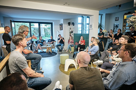 Diskussion in der Mastermind Lounge