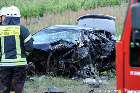 Der BMW-Fahrer verstarb noch an der Unfallstelle.
