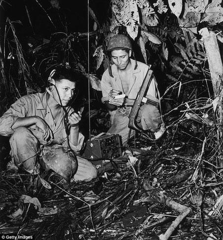 I soldati Nativi Americani (Navajo)  aiutarono le truppe alleate comunicando attraverso il loro linguaggio (Getty images)