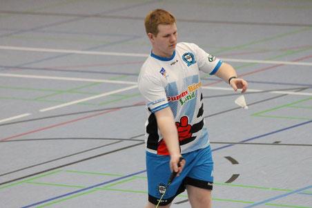 Matthias Kroll macht einen Aufschlag