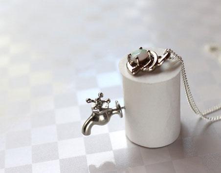 販売品 水道の蛇口ミニチュアピンブローチ ピューター(スズ)製 銀色