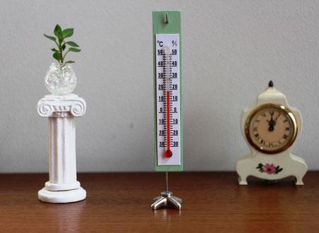 販売品 重たいスタンドの大きな温度計 理科教室や朝のテレビ情報ショーにでてる大きな温度計。