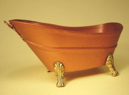 販売品 アンティークな銅製の猫足のついたバスタブ。 銅色で真鍮の猫足。