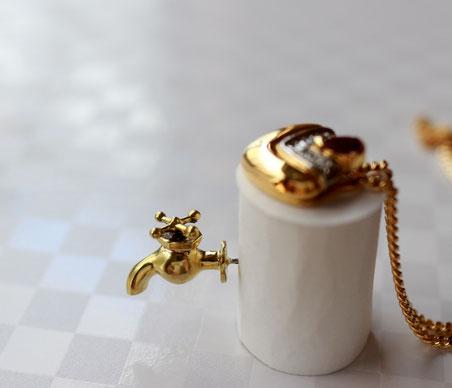 販売品 水道のミニチュアピンブローチ 真鍮製 金色