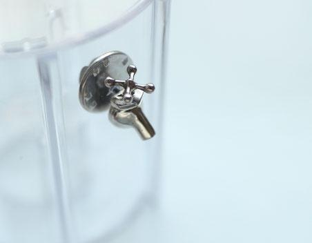 販売品 水道の蛇口ミニチュアピンブローチ シルバー製 銀色