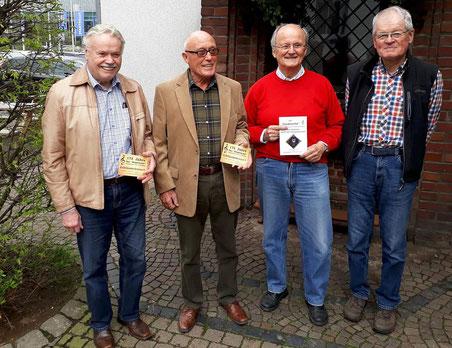 Die Chormitglieder Horst Beck (v.l.), Peter Goertz, Günter Hoffmann und Heinz Dickert sprechen über die Zukunft des Städtischen Gesangvereins 1843 Erkelenz. Foto: kule