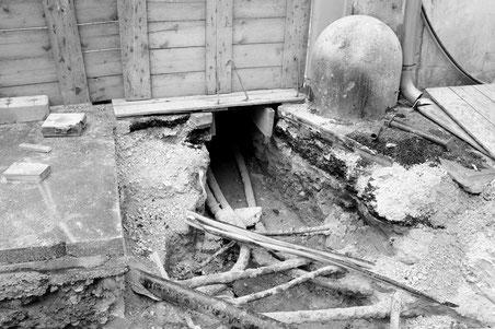 Baustelle am Boden in schwarz/weiß