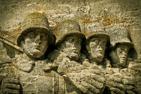 Monument mit vier Soldaten