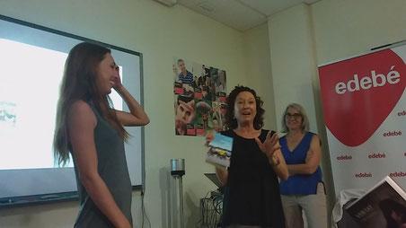 D'esquerra a dreta: Júlia Prats i Maite Carranza durant la presentació de novetats de Edebé 2017